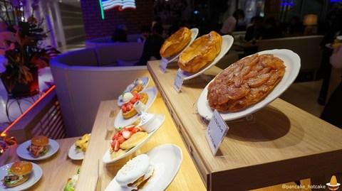 大阪 なんばパークスのオリパン レポート♪3ページ目はパンケーキマンの詳細レポート♪ダッチガーデン、3匹のこぶた、ポークプレート、フレッシュベジタリアンオムレツ、ミックスフルーツパンケーキ、マカダミアナッツパンケーキ!
