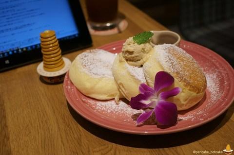 Dining & Cafe HoiHoi栄3丁目店(ダイニング&カフェ ホイホイ)至福のナチュラルパンケーキ ¥980円 パンケーキマン